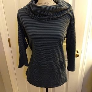 Women's cowl neck long sleeve shirt w/front pocket